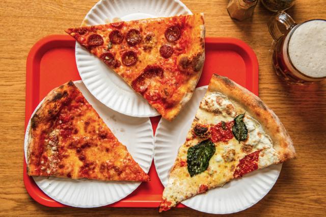 Pizza kiểu New York thường có lớp vỏ rất mỏng